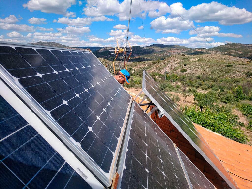 Placas solares en nave industrial