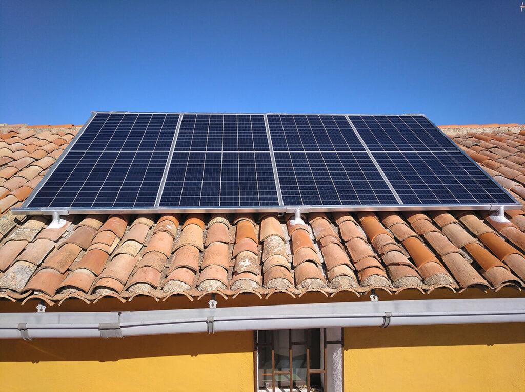 Instalación solar en vivienda en el campo - Almansa
